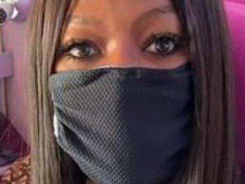Naomi Campbell e le regole per viaggiare puliti ecco il video virale