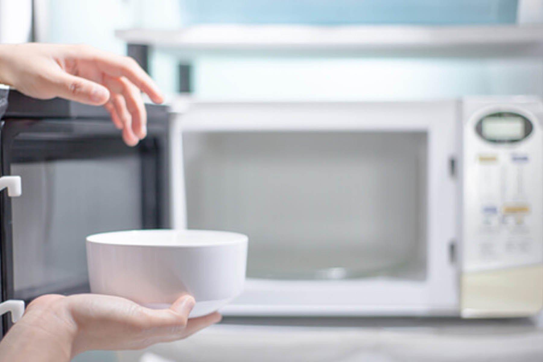 Miscela Per Pulire Il Forno come pulire il microonde: i rimedi naturali più efficaci