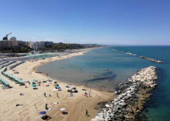 Chiuse le spiagge libere in Molise: monta la protesta
