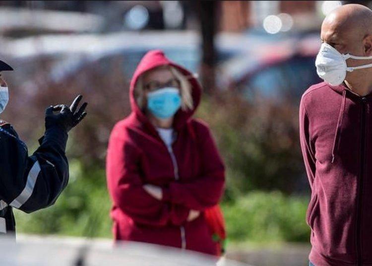 Coronavirus, la mascherina all'aperto va usata Rispondono i virologi