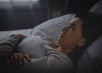 Il motivo per cui ti capita di dormire male quando non sei nel tuo letto