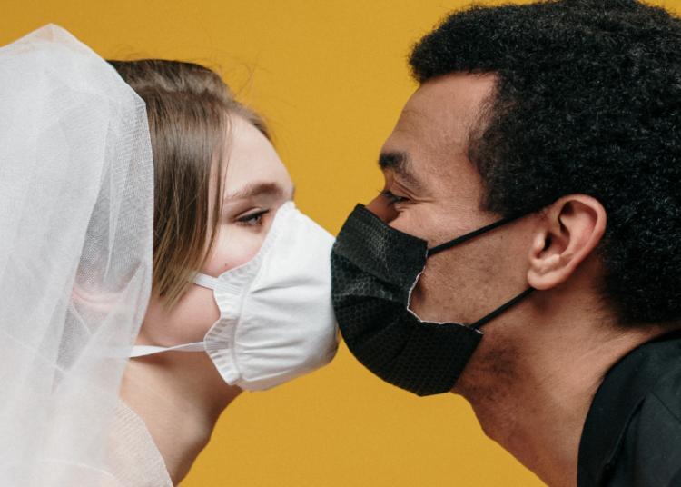 matrimonio covid-19 nuove regole baciarsi foto free pexels