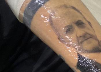ragazzo napoletano si tatua tatuaggio de luca foto free instagram