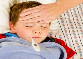 """I pediatri avvisano i genitori: """"Attenzione alla febbre da calura"""""""