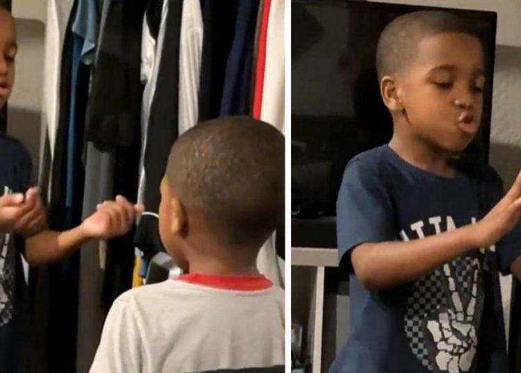 Questo bambino di 6 anni usa una tecnica di respirazione controllata per calmare il fratello durante uno scatto d'ira (video)