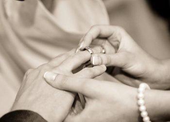 Durante il matrimonio, lo sposo scopre che la futura moglie è sua sorella scomparsa da piccola
