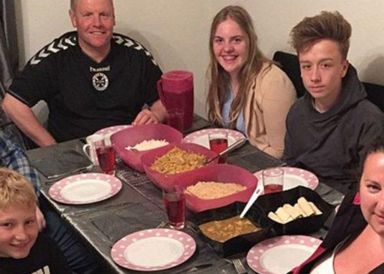 Lorna Cooper, mamma di 5 bambini, nutre la famiglia con 20 £ a settimana