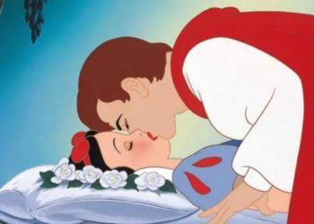 Polemica a Disneyland, il bacio del Principe a Biancaneve non è consensuale