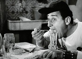mangiare cibo salato